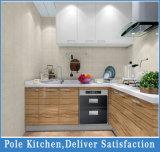 L armadio da cucina classico di legno solido di disegno di figura