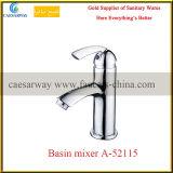 En laiton choisir le robinet sanitaire de mélangeur de l'eau de bassin de salle de bains de chrome d'articles de traitement