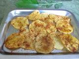 pomme de terre cuite au four par 17g avec la plaque en aluminium