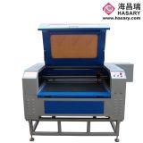 中国のスムーズな縁切り60W-150の二酸化炭素レーザーの彫版の打抜き機