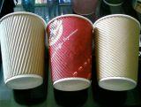 Tazas de papel acanaladas con diverso color