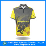 スポーツの偶然のTシャツの人は袖の多彩なポロのTシャツをショートさせる