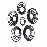 Un aro de silicona / goma del color del anillo o