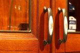 古典的な純木の食器棚