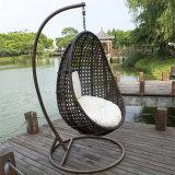 柳細工のバルコニーのクッションカラーオプションおよび立場が付いているハングの卵の椅子