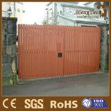Loisirs, biens, frontière de sécurité en bois de WPC adaptée dans l'entrée principale de Villal