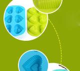 Outils de traitement au four de silicones de forme de coeur de catégorie comestible