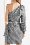 Фабрика оптовой продажи миниого платья Одн-Плеча смычка кленов Ribbed Striped