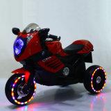 Motocyclette en plastique de trois enfants de couleurs avec les roues légères