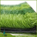 緑の芝生の人工的な草