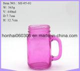 O frasco bebendo do pedreiro atac a cor-de-rosa