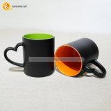 Taza de café de cerámica con la maneta de la Corazón-Dimensión de una variable para los regalos