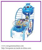 عملة يشغل أطفال كرة سلّة آلة لأنّ عمليّة بيع