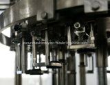 Bebidas da energia que enchem a máquina de engarrafamento