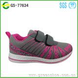 2017 Los zapatos calientes de los deportes de los niños de la venta calzan los zapatos de los patines de ruedas de las zapatillas de deporte