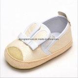 단단한 활 꽃 아기 신발