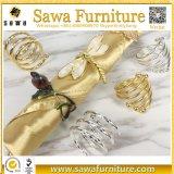 Anel de guardanapo de cristal da coroa da venda por atacado do volume do metal do ouro do diamante