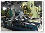 Engranzamento perfurado do metal que faz a máquina
