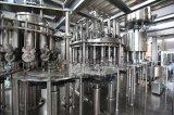 Linha de produção da água bebendo do frasco do animal de estimação