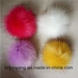 キツネの毛皮POM Pomsのキーホルダーまたは毛皮POM Pomsのアクセサリまたは女性POM POM毛皮の球