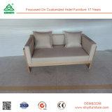 Il blocco per grafici + l'alta densità di legno solido ricoprono il sofà di due Seater