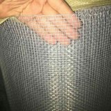 電気電流を通された正方形の金網