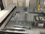 Máquina que elimina de las etiquetas automáticas con el brazo robótico