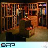 Klassischer hölzerner Weg im Garderoben-Ausgangsmöbel-festen Holz