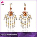 Zircon de lujo del diseño que da el pendiente del espárrago para las mujeres
