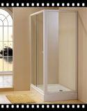 簡単なシャワー室およびシャワー機構を使用してロシアの市場のホテル