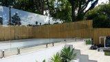 プールの塀のための強くされたガラスを取り除きなさい