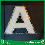 El acero popular del final de Miror pone letras a la señalización al aire libre