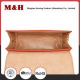 De uitstekende Draagbare Roze Handtas van de Zwerfsters van de Schouder van de Ketting van het Metaal