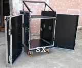 3개의 문 상단에 믹서를 가진 오디오 선반 상자