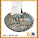 旧式な銀はリボンが付いている終わりメダルを予約した