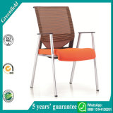 Trainings-Raum-anschließenineinander greifen-Stühle