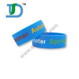I Wristbands del silicone di Debossed con colore dei baffi hanno riempito