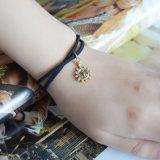 De Halsband van de Nauwsluitende halsketting van het leer met Uitstekende Gouden Kleur