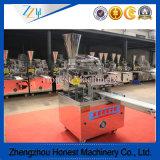 Chinesisches gedämpftes Brötchen, das den angefüllten Momo Hersteller bildet Maschine bildet