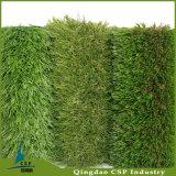 屋外高密度人工的な草の景色の泥炭