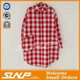 Stulpentartan-Plaid-Hemd der Frauen-zwei Taschen geknöpftes