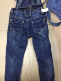 子供のデニムの胸当ての全面的なジーンズ