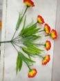 A flor com seda barata da decoração da família