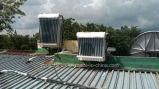 Nettoyeur solaire hybride fixé au mur avec l'échangeur de chaleur bleu d'enduit