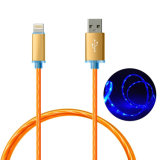 La luz LED visible a la luz oscurece cable de datos USB