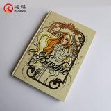 Cuaderno duro de la cubierta con la hoja de oro