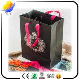 黒いクラフトの紙袋およびブラウンクラフトのショッピング・バッグ