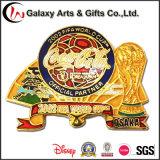 Emblema oficial do Pin do Lapel do sócio do esmalte macio do metal para a associação do futebol