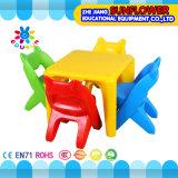 Пластичные таблица и стул студента для Preschool