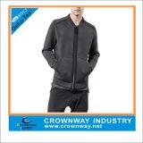 フードのないダークグレーのジッパーのジャケットのスエットシャツ